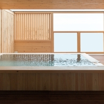 温泉の成分は弱塩泉で保湿効果もあります。