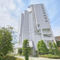 ホテル外観(駅側)