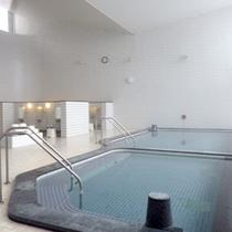 *【大浴場】大きな窓が開放的!のんびり温泉浴。