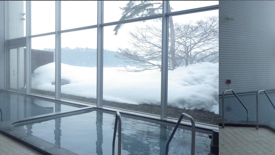 *【大浴場】冬は雪見風呂もお楽しみ頂けます。