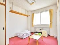 【和室(カーペット)】カーペット敷きの客室です。