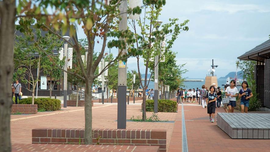 【シーパルピア女川】ホテルから徒歩3分!前には港と海の青が、後ろには緑が広がります
