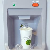 製氷機は8階にございます。