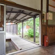 *昭和ふるさと館/母校を思い出す、昔ながらの木造校舎。宿泊の方は自由に探検いただけます