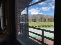 キャンプスタイルキャビン 室内窓からの絶景