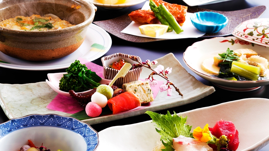 """""""京都らしさ""""を詰め込んだ、""""四季折々""""の繊細な味わいがあなたの「お食事時間」を彩ります"""