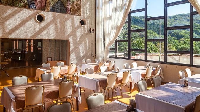 【レストランかっこう】ご夕食・ご朝食会場です。