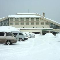 【外観(冬)】スキー&スノボの際のご宿泊に