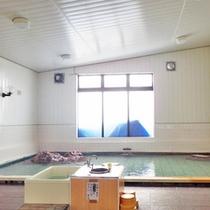 *【温泉】無色透明のお湯で、源泉かけ流しでお楽しみいただけます。
