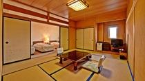 *【客室例(和洋室)】10畳の和室とベッドルームの広い客室。