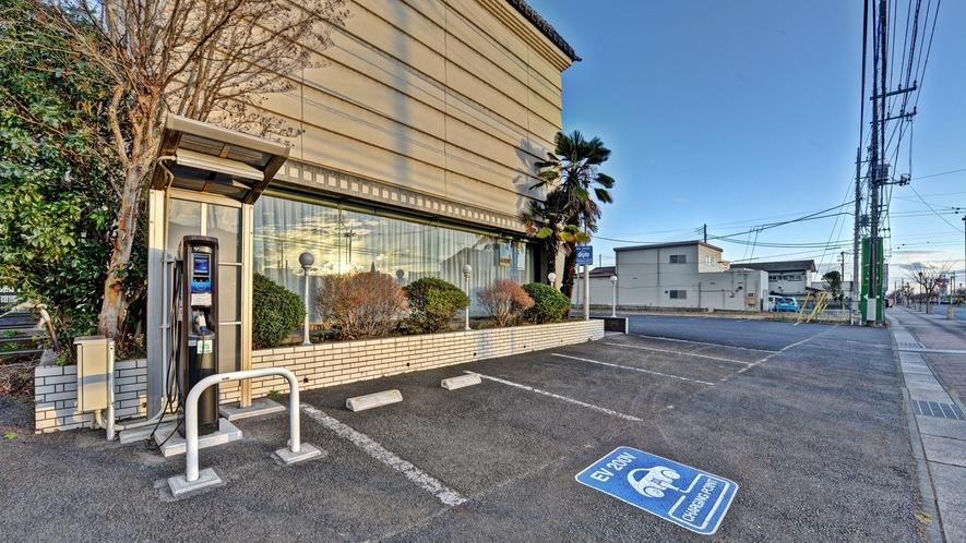 *【ホテル駐車場】70台収容の駐車場利用無料。EV充電設備もございます。