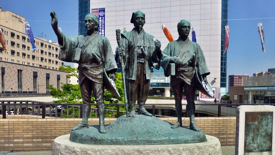 **周辺観光【水戸駅】茨城観光の拠点:JR水戸駅北口では、お馴染みの水戸黄門像がお出迎えいたします。