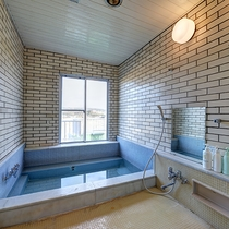 *【女性用浴場】こじんまりしていますが、手足を伸ばせる広さ。