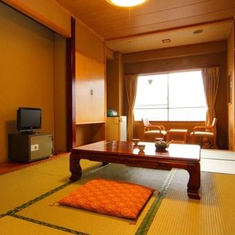 カップル、夫婦のお客様向け 和室8畳(バス、トイレ付)