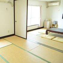 ◇和室12畳◇6畳2間続きのお部屋。広い窓からは明るい光が差し込みます。