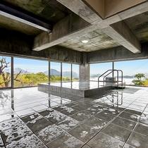 *大浴場◆瀬戸内を眺めながら楽しめる大浴場。ゆったりとおくつろぎください