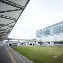 北九州空港から車で約15分、JR苅田駅からは徒歩約7分と好アクセスな立地です