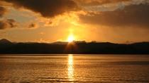 *十和田湖に沈む夕日は絶景!幻想的な風景をご覧いただけます。