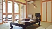 *本館和室8~10畳/ゆっくりと過ごしたい、ご夫婦にお勧め/窓からは四季折々の景観がご覧頂けます。