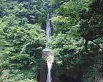 大山滝-日本の滝100選にも入る落差37mの2段滝