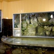 *【大浴場】当館のお湯は怪我をした山猿が見つけた秘湯として知られています。