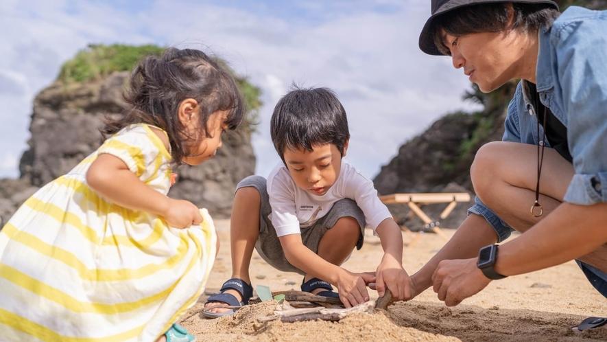 〇わくわく「海遊び」貝を拾ったり海はお子様の遊び場