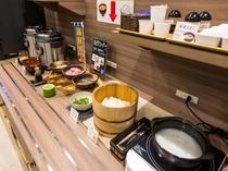 和洋のビュッフェスタイルの朝食☆(内容は季節により変わる場合がございます)
