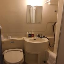 客室のバスルームはユニットバスとなっております♪