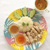 *料理/タイ風鶏のせご飯「カオマンガイ」鶏を茹でたスープで炊くご飯は絶品です。