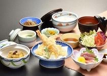 【日本料理 福鶴亭】 わらべ定食(名寄産もち米使用) 1620円(税込)