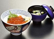 【日本料理 福鶴亭】 いくら丼