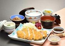 【日本料理 福鶴亭】 とんかつ定食 1620円(税込)