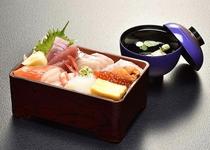 【日本料理 福鶴亭】 生ちらし 1566円(税込)