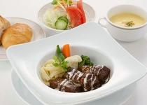 【レストラン ヒビンカ】 ビーフシチュー温野菜添え 1522円(税込)