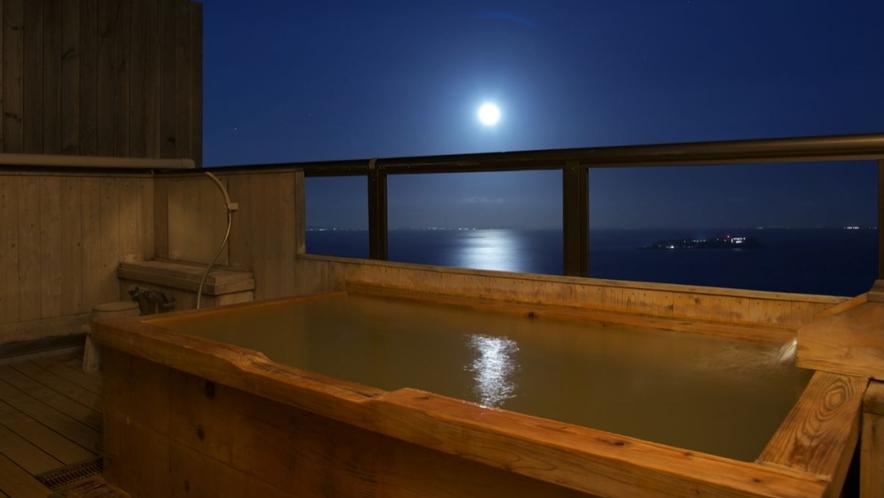 【本館 暁】部屋の名前の通り、日の出を楽しめます 個室露天風呂