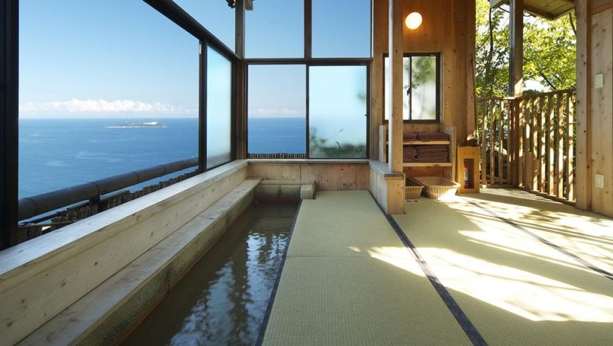【無料 足湯:雲上】庭園の見晴らし台にあります。眺めの良い足湯 散策の際ご利用ください