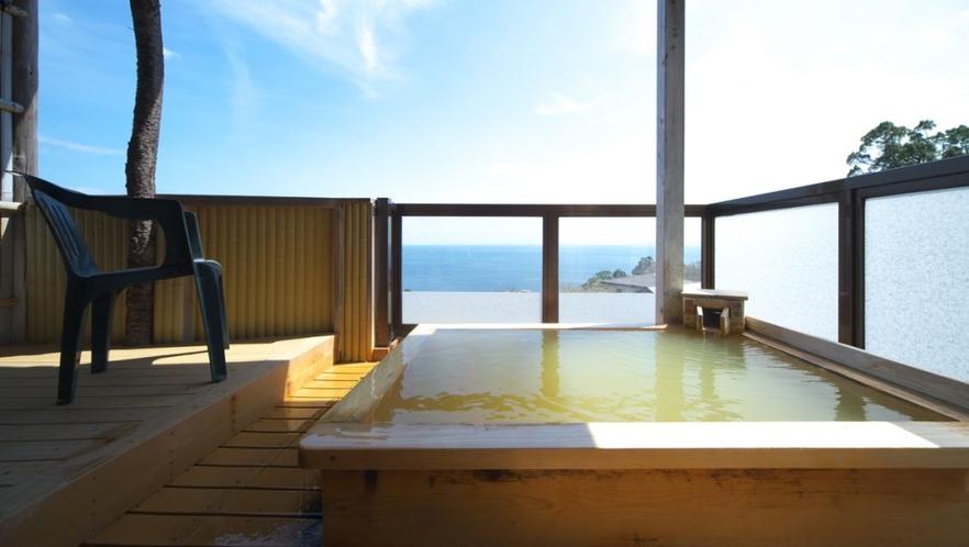 【本館 富士】バルコニーと露天から見る相模灘 個室露天風呂