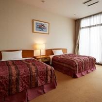 【城下町側客室】ゆったりとしたツインベッド♪洋室40㎡(40平米/ベッド幅125cm)