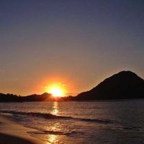 夕陽百選に選ばれた「菊ヶ浜」沿いに建つ宿/茜色に染まり写し出される海景色は格別
