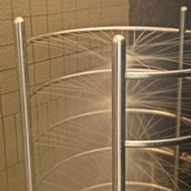 パノラマ展望大浴場【ボディーシャワー】/パイプに小さな穴があり、そこから湯が出て全身湯マッサージ♪