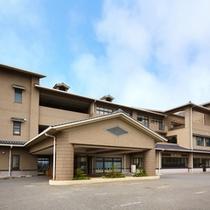 【外観】ようこそ!海が奏でる癒しの宿「リゾートホテル美萩」へ♪