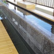 こちらの足湯・手湯は温泉を使用!大浴場の温泉と同じ源泉を利用しています。