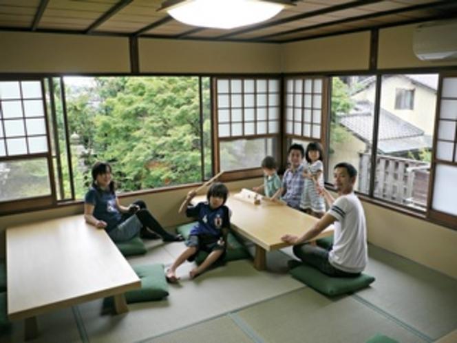 共用の談話室 お庭を見ながらご家族でまったりお過ごしください。
