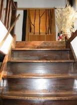 2F客室へ続く階段