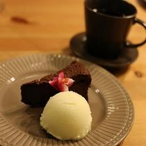 デザートはガトーシヲョコラとアイスはゲランドの塩バニラアイス♪
