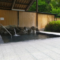 *【男性/露天風呂】大自然の音を感じることができる、開放感いっぱいの露天風呂。