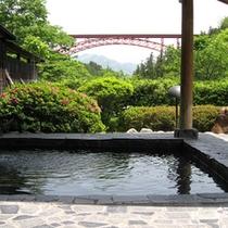 *【露天風呂】門原大橋を望む眺望が素晴らしいと評判◎