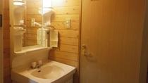 *【洗面所】明るい洗面スペースとなっております。
