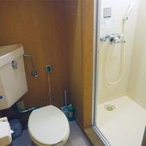 *コテージ6人棟一例/トイレ&シャワールーム。お風呂は「夕陽温泉WAO」をご利用下さい。