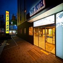 ホテルエントランス①【スーパーホテル新宿歌舞伎町】